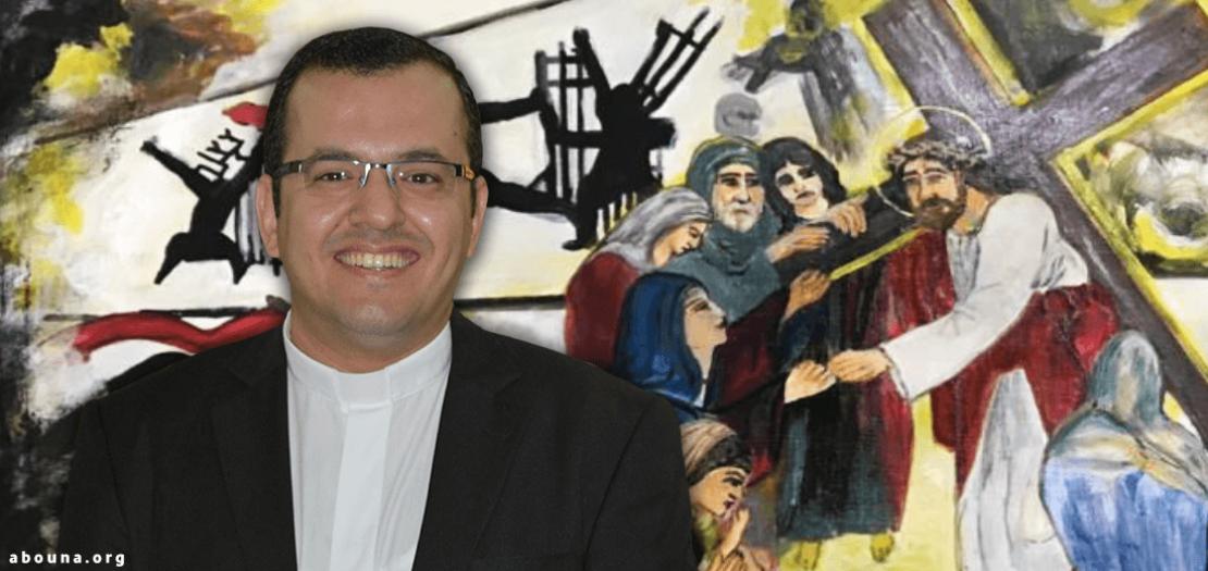 الأب ألبير هشام نعوّم ومن خلفه تظهر إحدى اللوحات المرافقة لتأملات درب الصليب