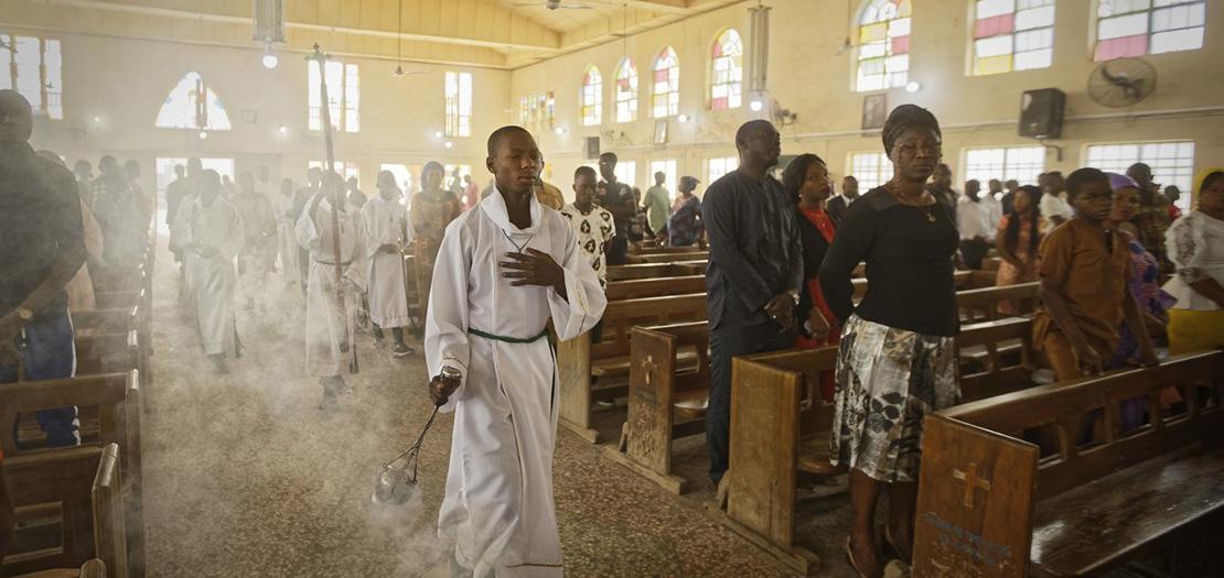 مسيحيون نيجيريون يصلون في كنيسة القديس تشارلز الكاثوليكية، شمال البلاد، 2019 (أسوشيتد برس)