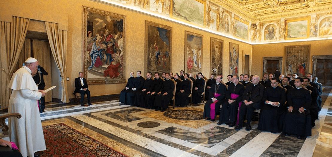 لقاء البابا فرنسيس مع طلاب الأكاديمية الحبرية الكنسية، 25 حزيران 2015