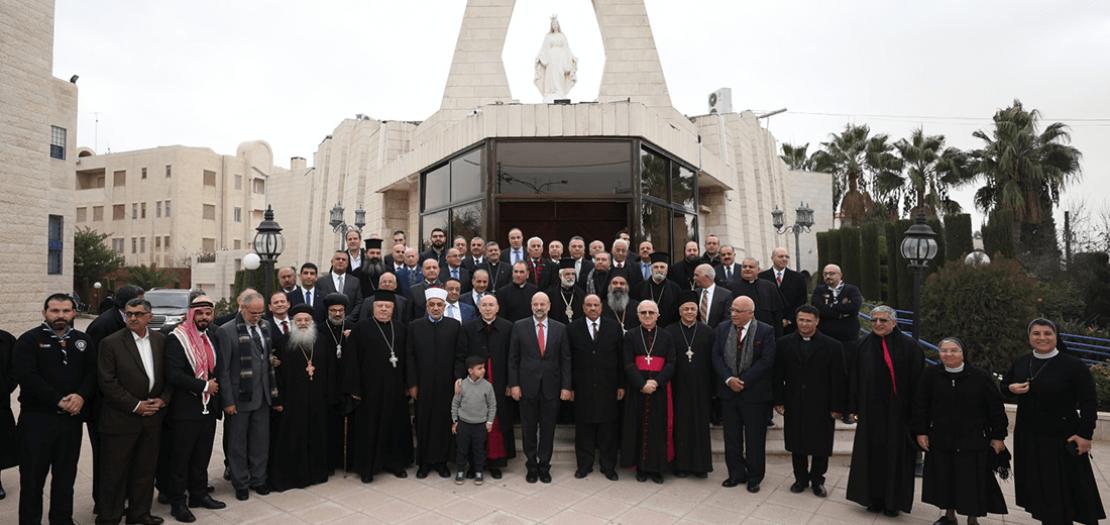 رئيس الوزراء عمر الرزاز مهنئًا الكنائس بعيد الميلاد (أبونا 2019)