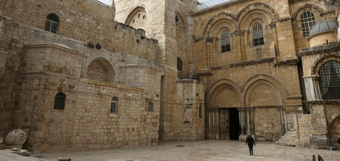 ساحة كنيسة القيامة فارغة من زائريها