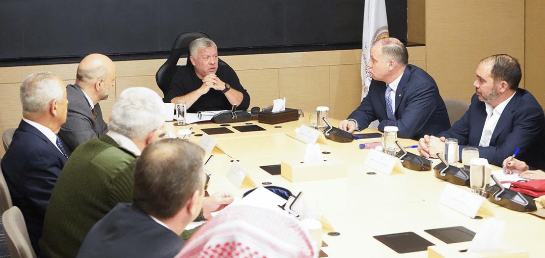 الملك يترأس اجتماعًا لمناقشة التطورات المتعلقة بفيروس كورونا المستجد في المركز الوطني للأمن وإدارة الأزمات