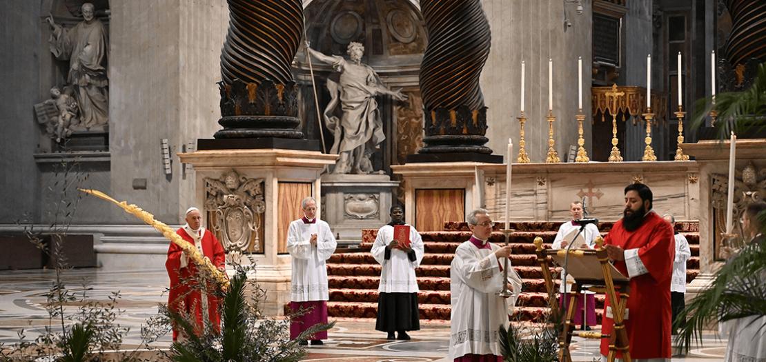 البابا فرنسيس مترئسًا قداس أحد الشعانين في بازيليك القديس بطرس بالفاتيكان، 5 نيسان 2020