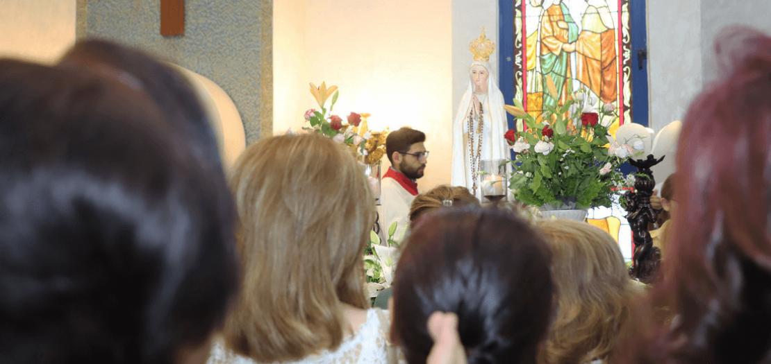 شخص العذراء سيدة فاطيما في كنيسة العذراء الناصرية بعمّان (عدسة أبونا)