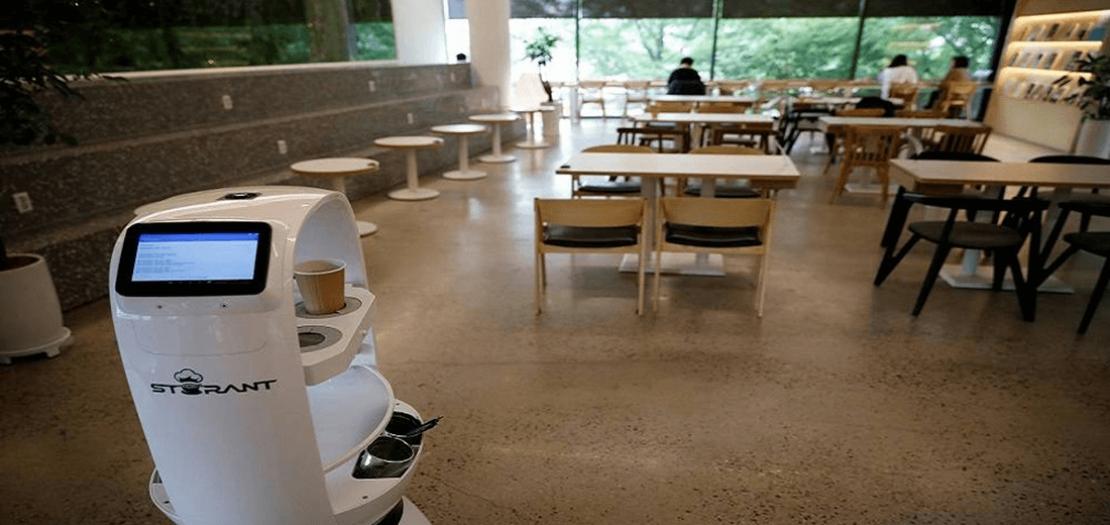 روبوت يقوم بتحضير القهوة وتسليم المشروبات في مدينة دايجون