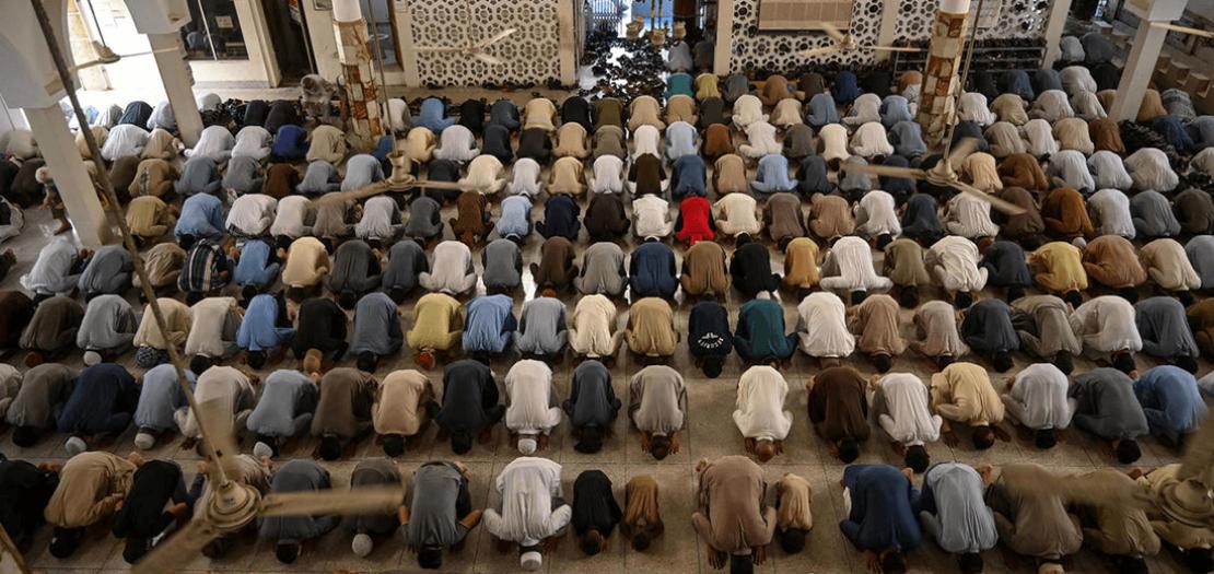 مسلمون يؤدون صلاة آخر جمعة في رمضان في إسلام أباد في 22 أيار 2020