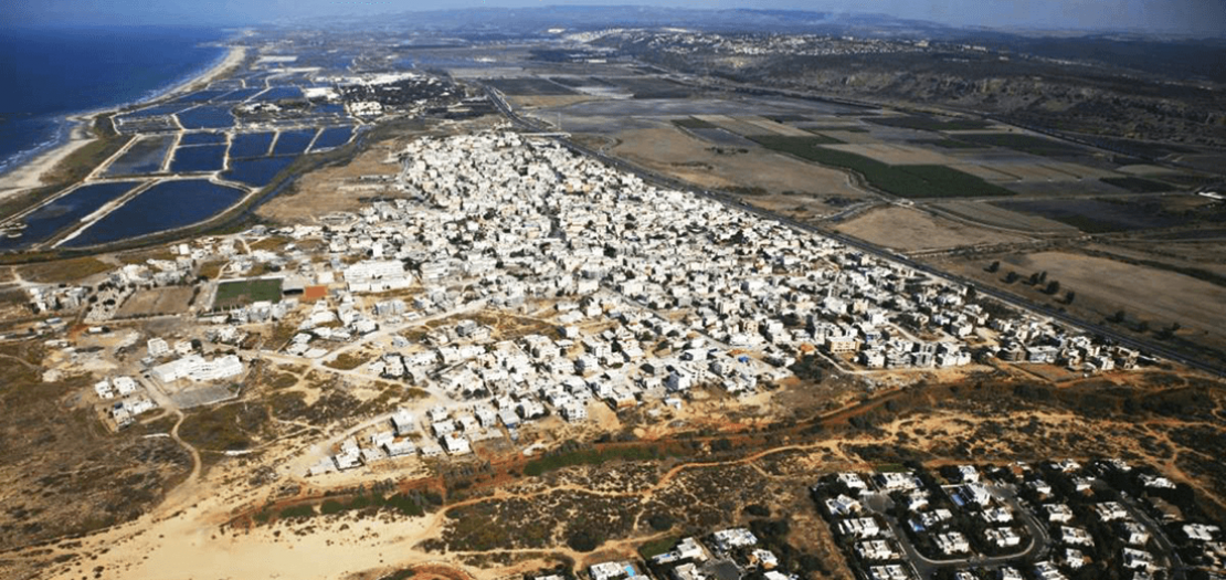 جسر الزرقاء، القرية الفلسطينية الوحيدة بإسرائيل المطلة على البحر الأبيض المتوسط، محاصرة بسواتر طبيعية وتجمعات يهودية (هيومن رايتس ووتش)