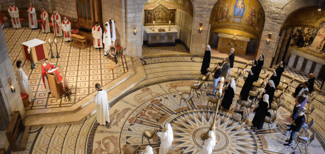 منظر عام لقداس أحد العنصرة في كنيسة رقاد العذراء بالقدس، 2020 (تصوير: البطريركية اللاتينية)
