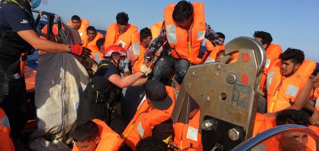 مهاجرون على سفينة اوشن فايكينغ قبالة لامبيدوسا، 25 حزيران 2020