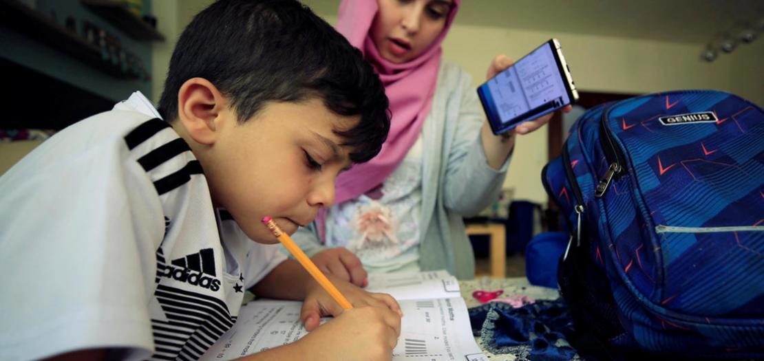 صبي يدرس في المنزل خلال فترة إغلاق المدارس بسبب فيروس كورونا في صيدا، لبنان  2 حزيران 2020