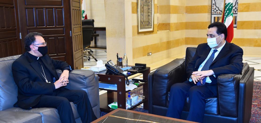 رئيس الوزراء اللبناني يستقبل السفير الفاتيكاني ببيروت