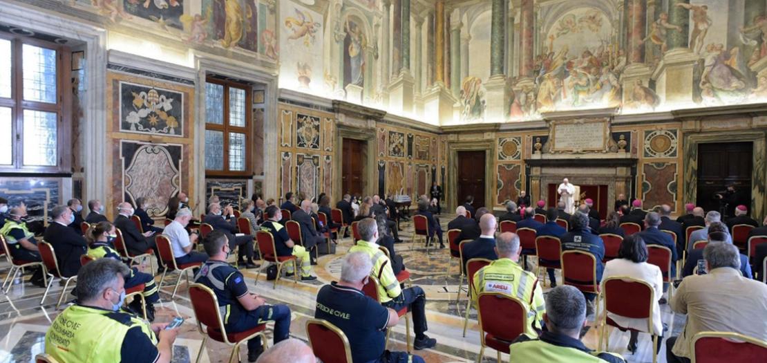 البابا فرنسيس يلقي كلمته أمام وفد من الأطباء والممرضين والعاملين في مجال الرعاية الصحية من إقليم لومبارديا، شمال إيطاليا (تصوير: إعلام الفاتيكان)