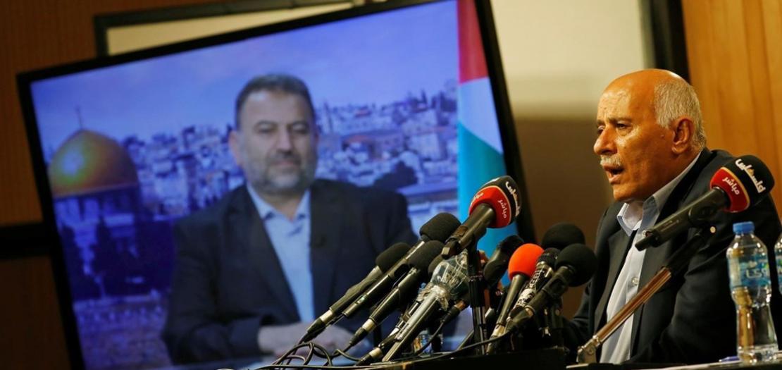 أمين سرّ اللجنة المركزية لحركة فتح جبريل رجوب ونائب رئيس المكتب السياسي لحركة حماس صالح العاروري خلال مؤتمر صحفي عبر تقنية الفيديو، 2 تموز 2020