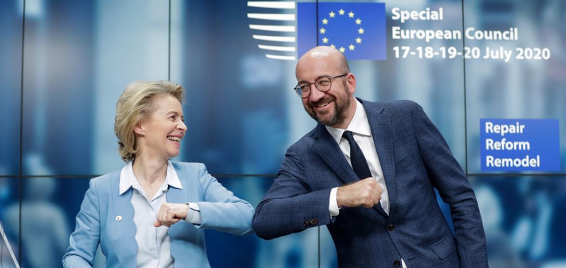 المفوضة الأوروبية أورسولا فون ديرلاين (يسار) ورئيس المجلس الأوروبي شارل ميشال في ختام القمة