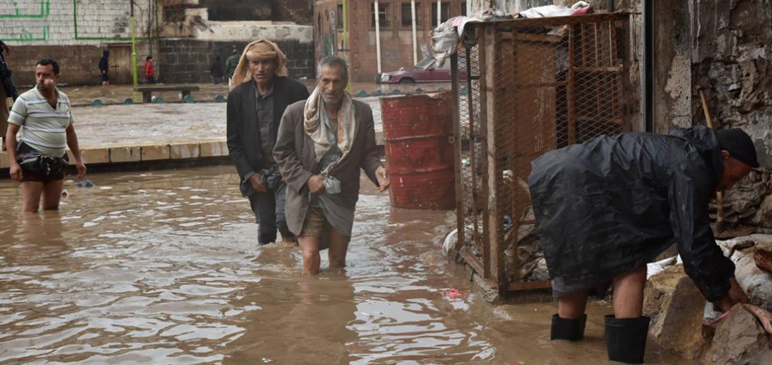 توفي أكثر من 18 يمنيًا بينهم نساء وأطفال، يومي السبت والأحد، في محافظات الحديدة وحجة، بسبب الأمطار الغزيرة والفيضانات