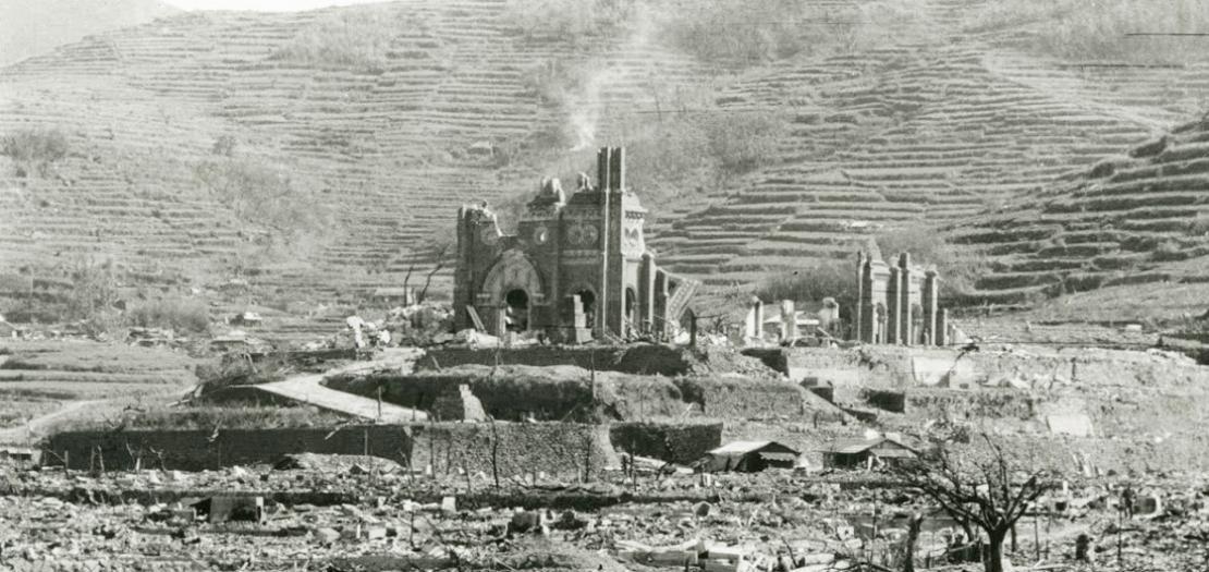 كنيسة كاثوليكية في ناغازاكي، دمرها القصف الذري للمدينة، 9 آب 1945