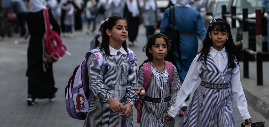 تلاميذ فلسطينيون في مدرسة تابعة لوكالة اونروا في مخيم جباليا للاجئين، شمال قطاع غزة، 8 آب 2020