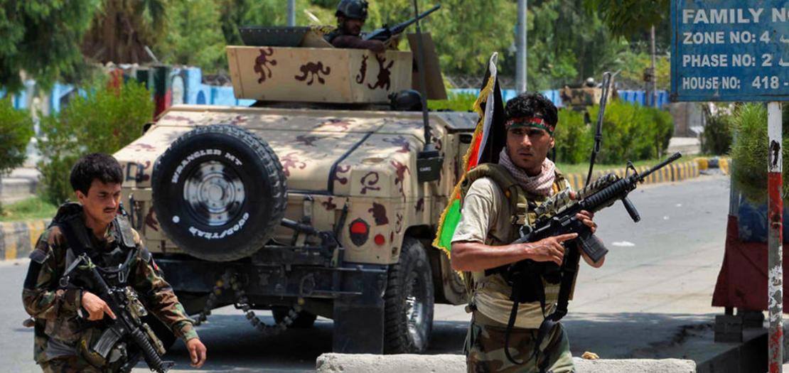 جنود أفغان أمام أحد السجون في جلال آباد، 3 آب 2020