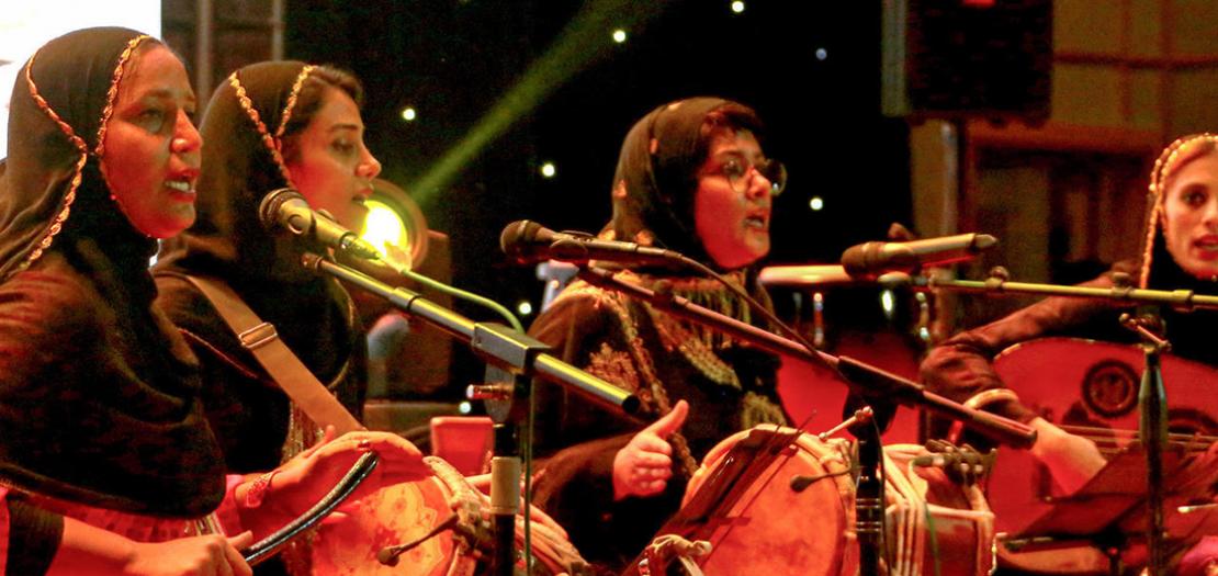 """الفرقة الايرانية النسائية """"دينكو"""" خلال حفل موسيقي برعاية رسمية في بندر عباس، 29 نيسان 2019"""