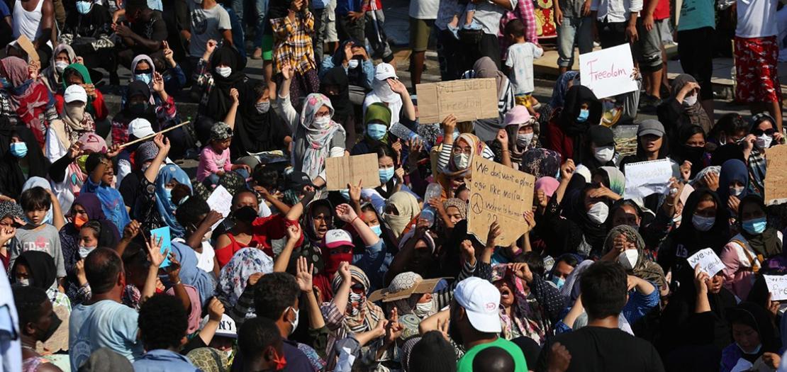 طالبوا اللجوء يتظاهرون ضد مخيم جديد كارا تيبي الجديد في جزيرة ليسبوس باليونان، 12 أيلول 2020