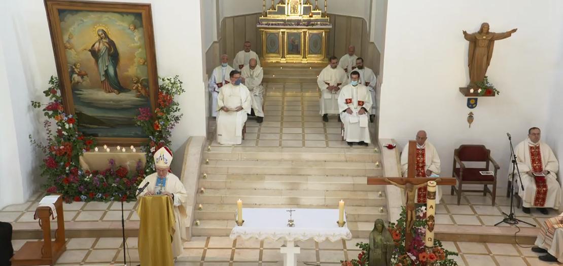 منظر عام للقداس الاحتفالي داخل كنيسة المزار المريمي المكرّس لسيدة فلسطين