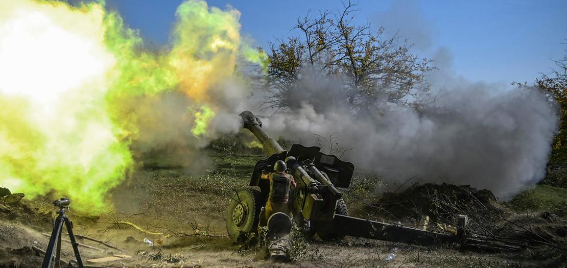 إطلاق قذيفة مدفعية من مربض لقوات أرمنية باتّجاه القوات الأذربيجانية، 25 تشرين الأول 2020