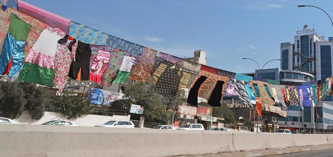 عمل فني للفنانة تارا عبدالله في شارع بمدينة السليمانية في كوردستان العراق، 26 تشرين الأول 2020