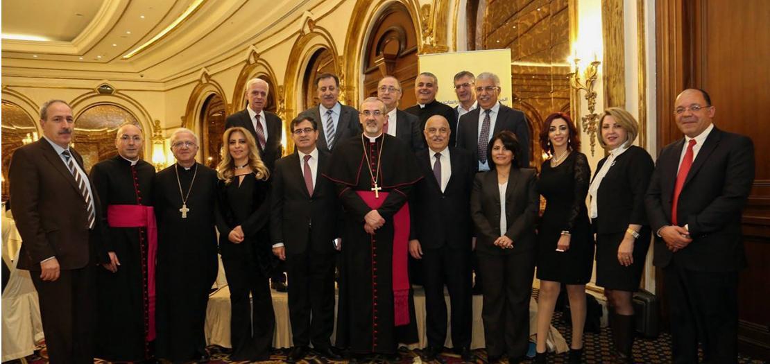 غبطة البطريرك بيتسابالا متوسطًا أعضاء المجلس الاستشاري للمركز الكاثوليكي