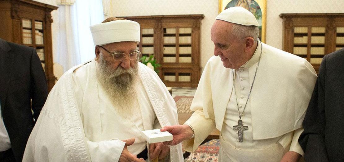البابا فرنسيس يلتقي الزعيم الروحي الراحل للأيزيديين في الفاتيكان، كانون الثاني 2015
