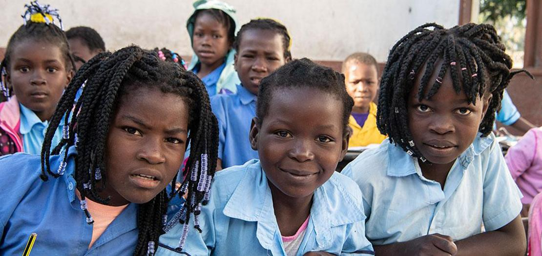 أطفال في مدرسة في موزمبيق