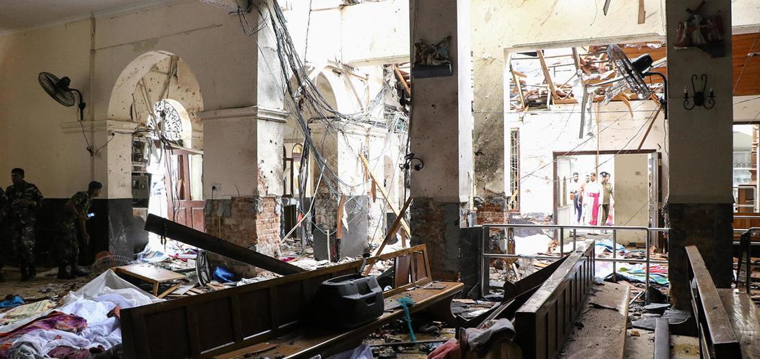 لقطة من داخل كنيسة لحقها دمار جراء الاعتداءات في 21 نيسان 2019