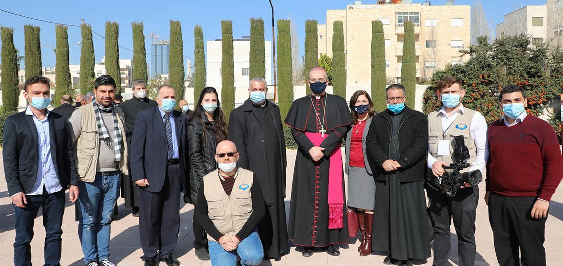 البطريرك بيتسابالا متوسطًا أسرة المركز الكاثوليكي للدراسات والإعلام، كانون الثاني 2021