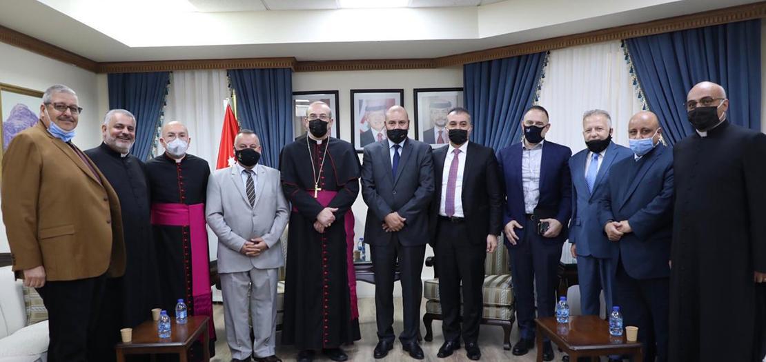 صورة جماعية عقب اللقاء في مكتب رئيس مجلس النواب الأردني (تصوير: أسامة طوباسي / أبونا)