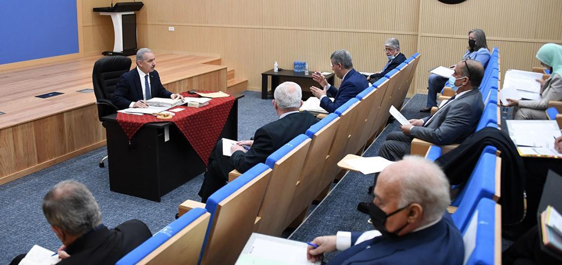 رام الله - رئيس الوزراء محمد اشتية، في مستهل الجلسة الأسبوعية لمجلس الوزراء (وفا)