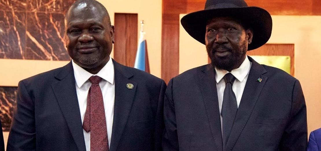 رئيس جنوب السودان سلفا كير (يمين) ونائب الرئيس رياك مشار خلال حفل تنصيبهما، 22 شباط 2020