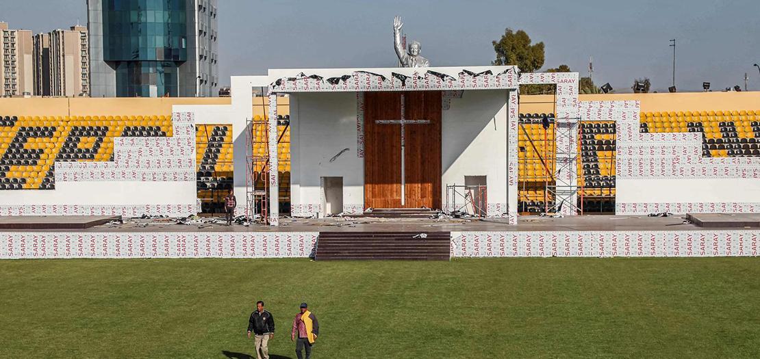 المنصة التي سيقيم من عليها البابا فرنسيس قداسه التاريخي، في ستاد فرانسو حريري - أربيل
