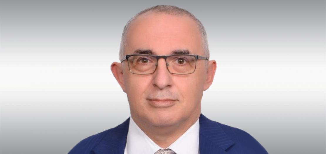 د. أكمل عبدالحكيم، كاتب متخصص في القضايا الصحية والعلمية