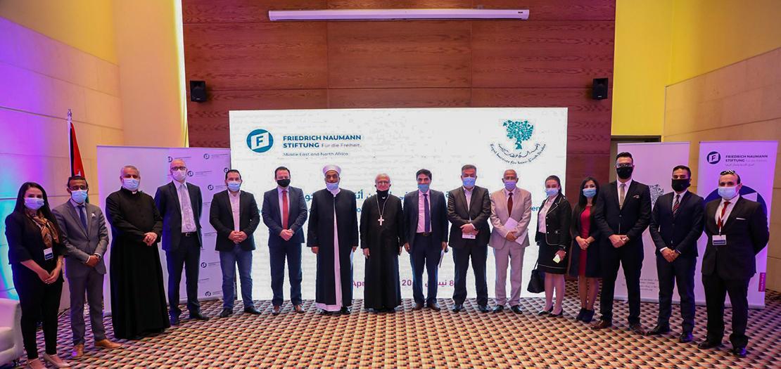 صورة جماعية للمشاركين في احتفالية إطلاق الدراسة (تصوير: أسامة طوباسي/أبونا)