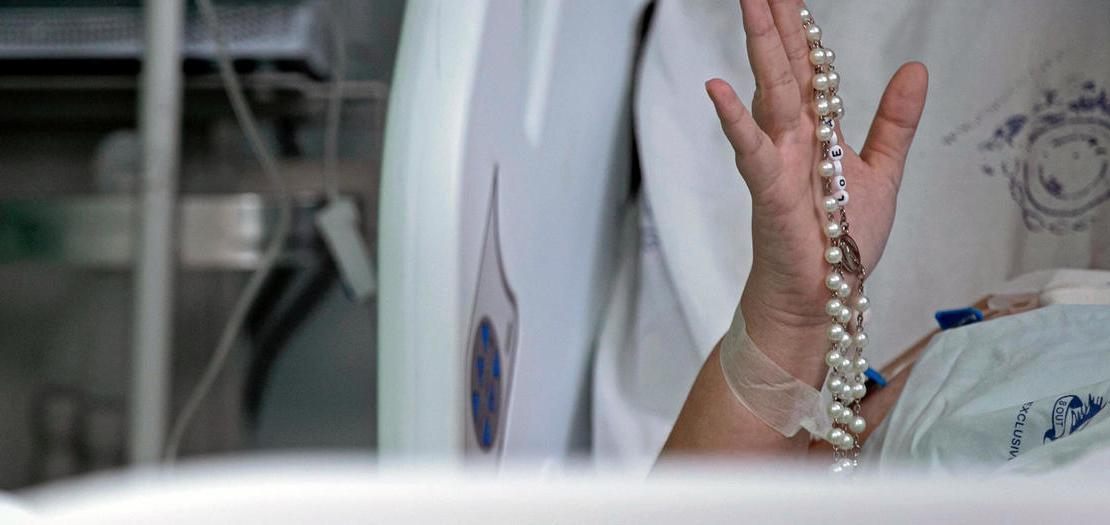 مصاب بكوفيد في المستشفى الخيري البرتغالي في ولاية بارا خلال احتفالات عيد الفصح، 4 نيسان 2021