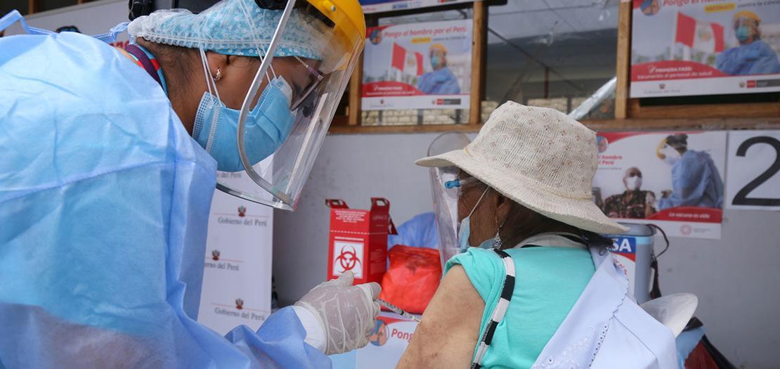 اللقاحات على البالغين في ليما ببيرو بدأ نهاية آذار 2021