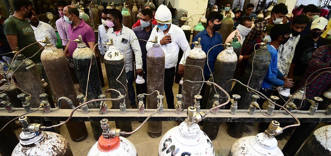 طوابير لملء قوارير الأكسجين في الهند في 20 نيسان 2021