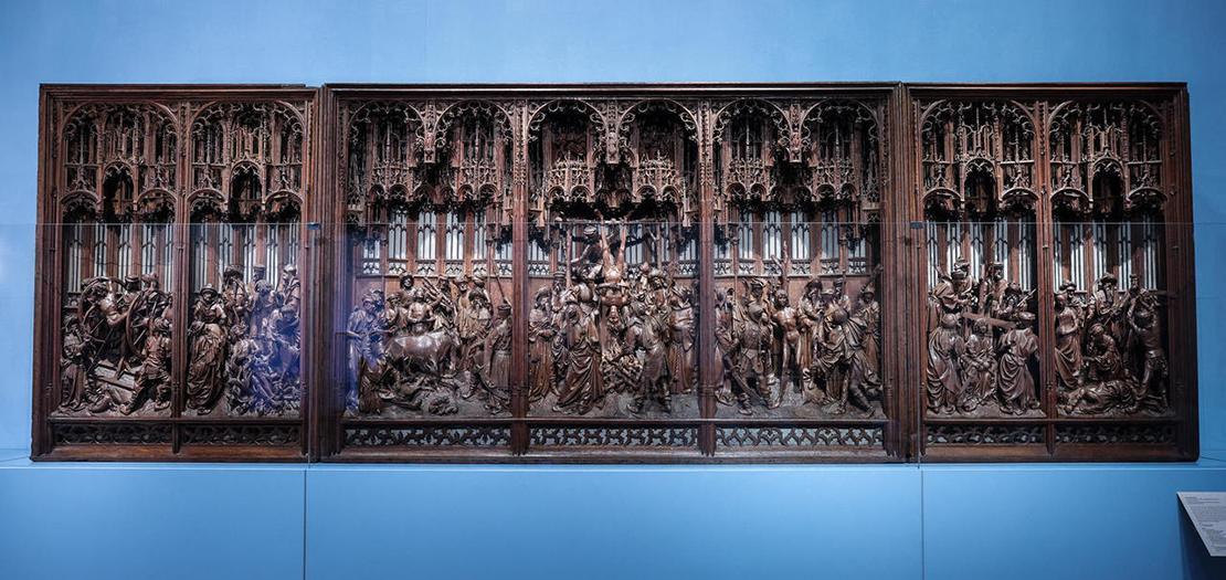 منحوتة خشبية في متحف الفن والتاريخ في بروكسل تبرز تفاصيل مذبح القديس جورج الأصلي المرمم (1493) للنحات جان بورمان