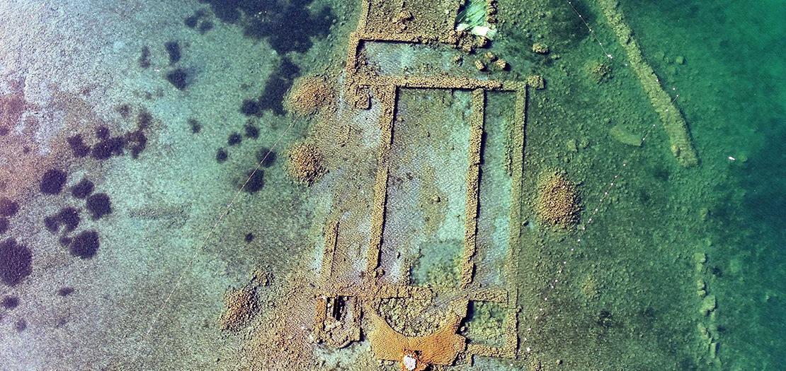 هناك اعتقاد بأن المبنى كان معبدًا وثنيًا للإله الإغريقي أبولو.