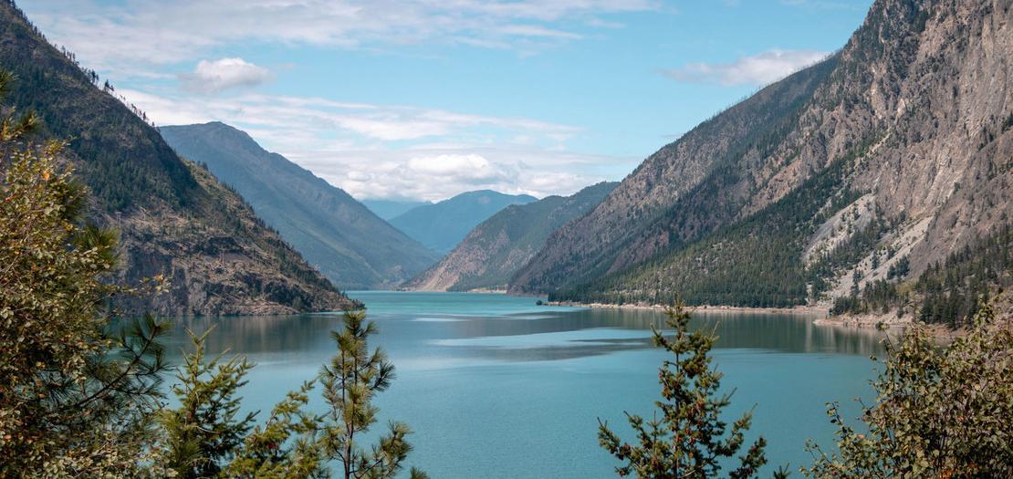 بحيرة كاملوبس في كولومبيا البريطانية بكندا