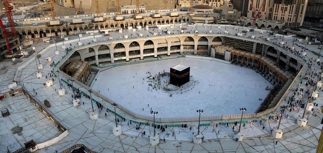صورة التقطت من الجو لصحن الكعبة في المسجد الحرام تظهر قلة اعداد المصلين في المكان، 5 آذار 2020