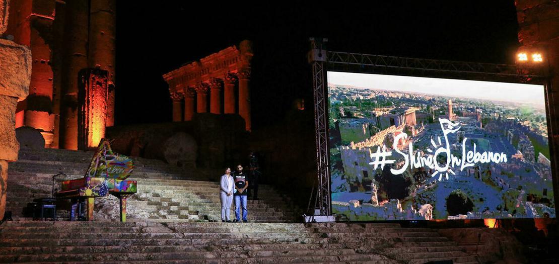 فنانون على أدراج قلعة بعلبك الرومانية في شرق لبنان خلال حفلة وحيدة نظمتها المهرجانات اللبنانية العريقة في التاسع من تموز 2021