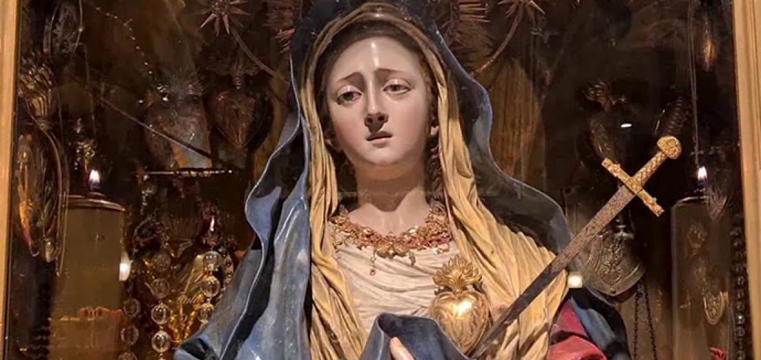 شخص العذراء سيدة الأوجاع على جبل الجلجلة داخل كنيسة القيامة بالقدس