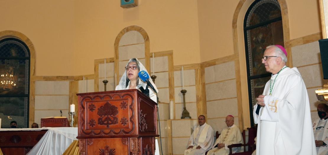 المكرسة سوسن قبعين تجدد نذر تكريسها على البتوليّة من أجل المسيح خلال القداس (تصوير: سورين خودانيان / أبونا)