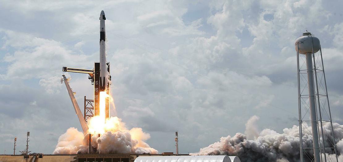 إنطلاق صاروخ سبيس إكس فالكون 9 مع المركبة الفضائية من مركز كيندي في كيب كنافيرال بفلوريدا، 30 أيار 2020