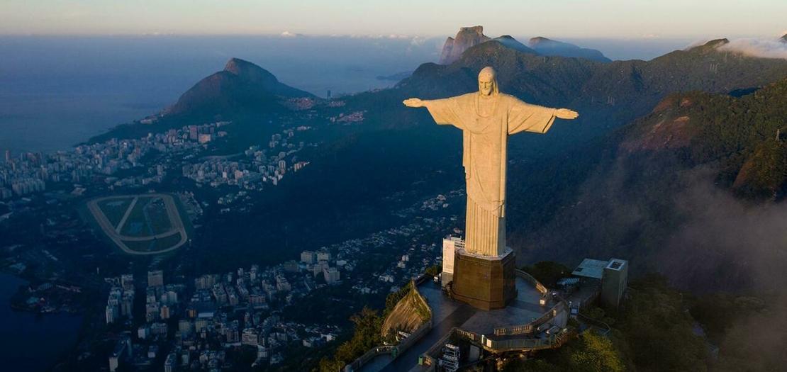 """تمثال """"المسيح الفادي"""" في ريو دي جانيرو، البرازيل"""